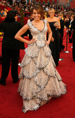 Actress Miley Cyrus arrives at the 81st Annual Academy Awards held at The Kodak Theatre on February 22, 2009 in Hollywood, California.