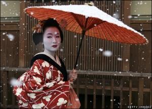 geisha-under-parasol