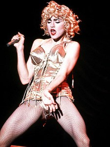 madonna-in-gautier-bustier-blond-ambition-tour-1992
