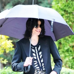 michael-jackson-with-umbrella
