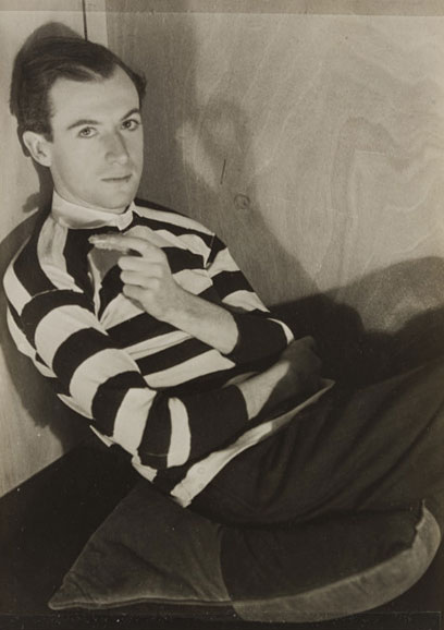 Curtis Moffat, 'Cecil Beaton', about 1925. Museum no. E.1556-2007 Copyright Copyright Victoria and Albert Museum