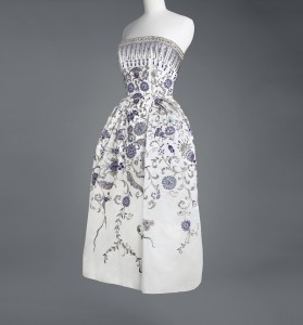 "Christian Dior ""Palmyre"" Evening dress, Autumn-Winter 1952 Copyright: Colelction Musée Galliera"