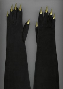 Elsa Schiaparelli, Evening gloves, 1936 Copyright: Collection Musée Galliera
