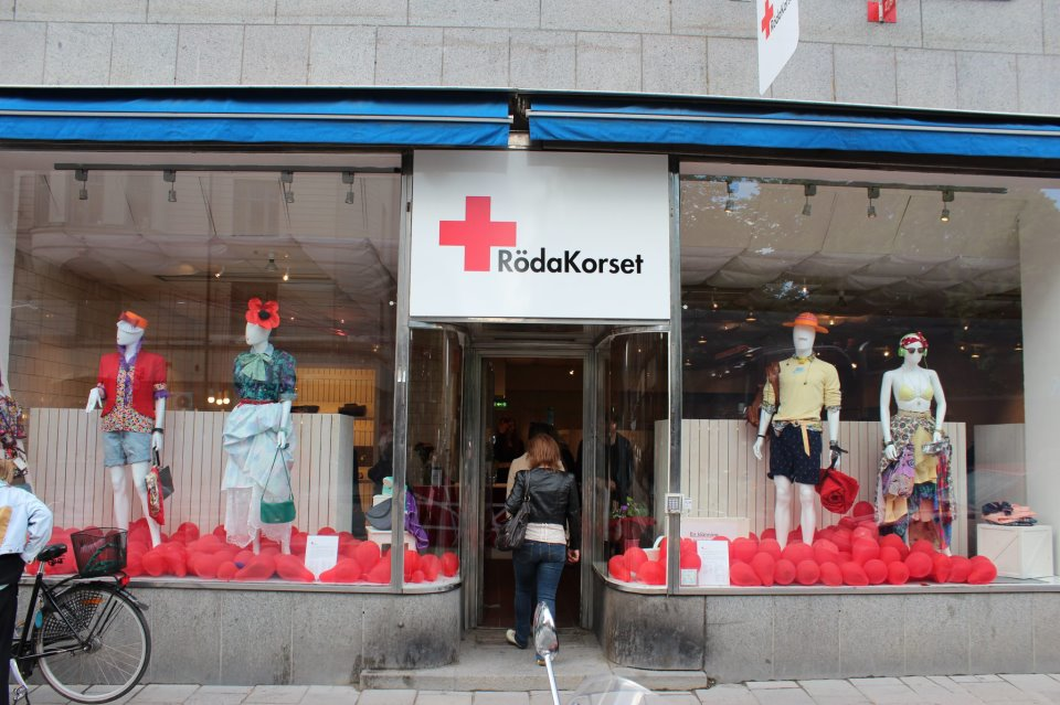 The window of the Red Cross [Röda Korset] boutique on Hornsgatan in Stockholm, 2013. From their Facebook page, November 2013.