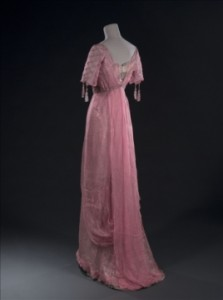 Evening Dress - Unknown, Beginning 20th century.  Photography: Stéphane Piera/Galliera/Roger-Viollet