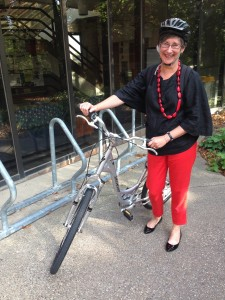 Elizabeth Bye, dept. head DHA-UMN, showing how the fashionable ride home after a long conference weekend!