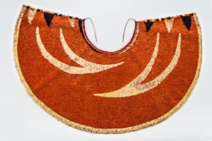 'Ahu 'ula (cape), possibly 19th century. Red 'i'iwi (Vestiaria coccinea) feathers, yellow and black 'ō'ō (Moho sp.) feathers, and olonā (Touchardia latifolia) fiber, 23 5/8 x 43 3/4 in. (60 x 111 cm). Bernice Pauahi Bishop Museum, Kapi'olaniKalaniana'ole Collection