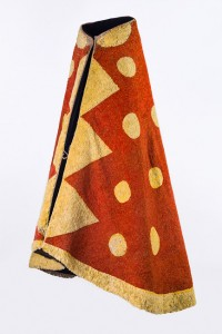 'Ahu 'ula (cloak), possibly mid-18th century. Red 'i'iwi (Vestiaria coccinea) feathers, yellow 'ō'ō (Moho sp.) feathers, and olonā (Touchardia latifolia) fiber, 66 3/8 x 111 5/8 in. (168.5 x 283.5 cm). Bernice Pauahi Bishop Museum, Ethnology Collection