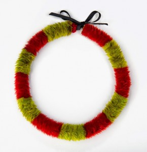 Lei hulu (feather lei), 19th century. Yellow 'ō'ō (Moho sp.) feathers, red and green Kuhl's lorikeet (Vini kuhlii) feathers, and black ribbon, 38 x 1 7/8 in. (96.5 x 4.8 cm). Bernice Pauahi Bishop Museum, Princess Victoria Ka'iulani Collection