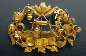 Goldfields_brooch_with_foliate_design_1855-1865
