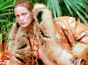 US top model Carolyn Murphy presents a leathery en