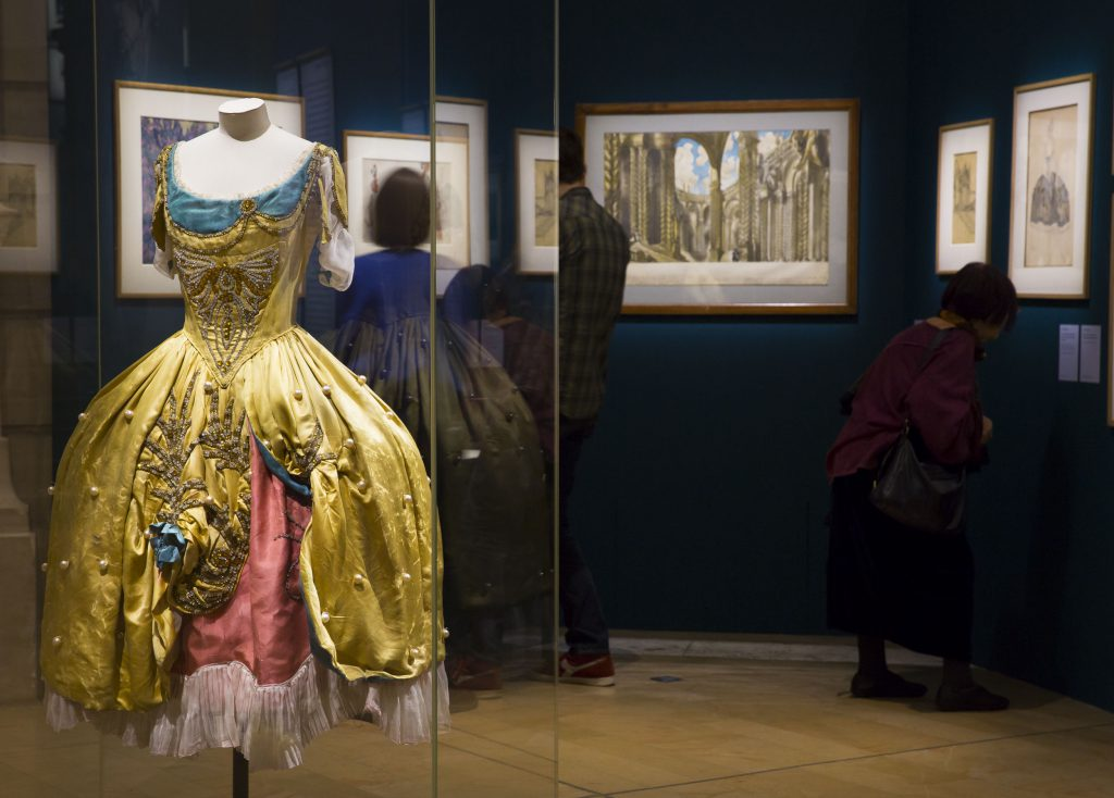 Exhibition view with Anna Pavlova's costume in La belle au Bois Dormant, 1916. Copyright: C.Pelé/OnP